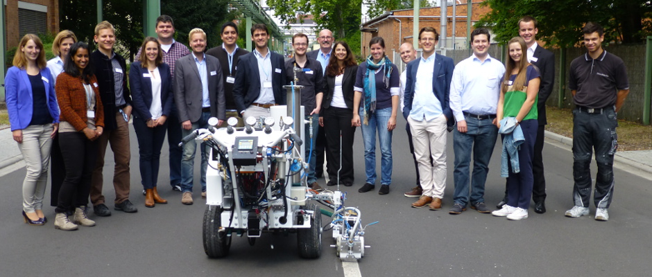 Current UNITECH students and alumnis from four countries visited the Evonik Hanau site